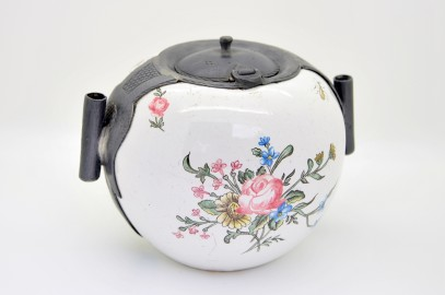 Inkwell eighteenth painted porcelain.