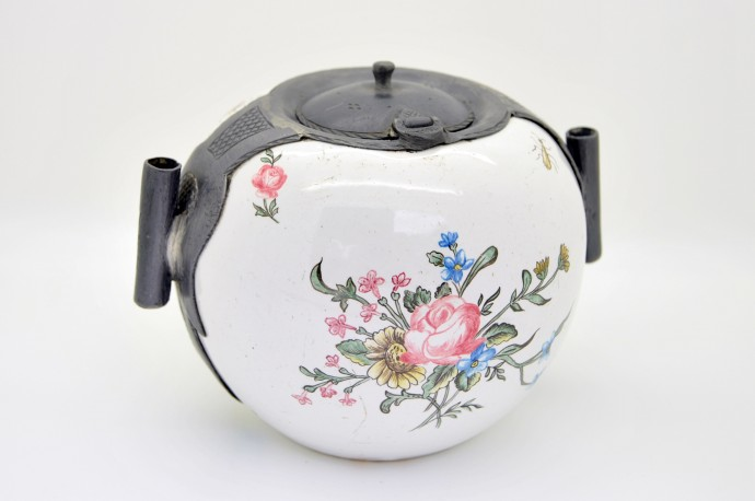 Encrier XVIIIe en porcelaine peinte et plomb