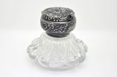 Victorian inkwell crystal made in England in 1880.