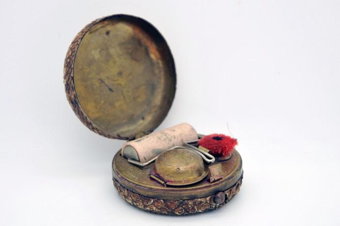 Nécéssaire d'écriture de voyage XIXe en laiton