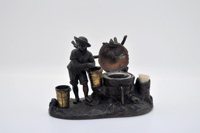 Encrier en bronze patine