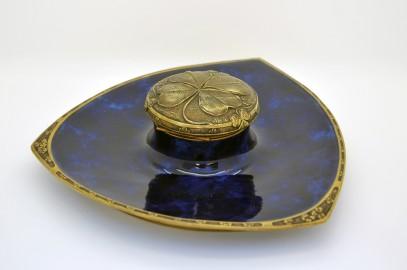 Encrier bleu de porcelaine signé Louchet