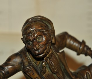 Singe anthropomorphe encrier en bronze a patine brune