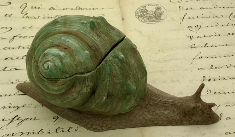 Encrier en forme d'escargot en métal polychrome 1900
