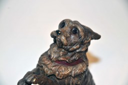 Encrier bronze polychrome en forme de chien savant